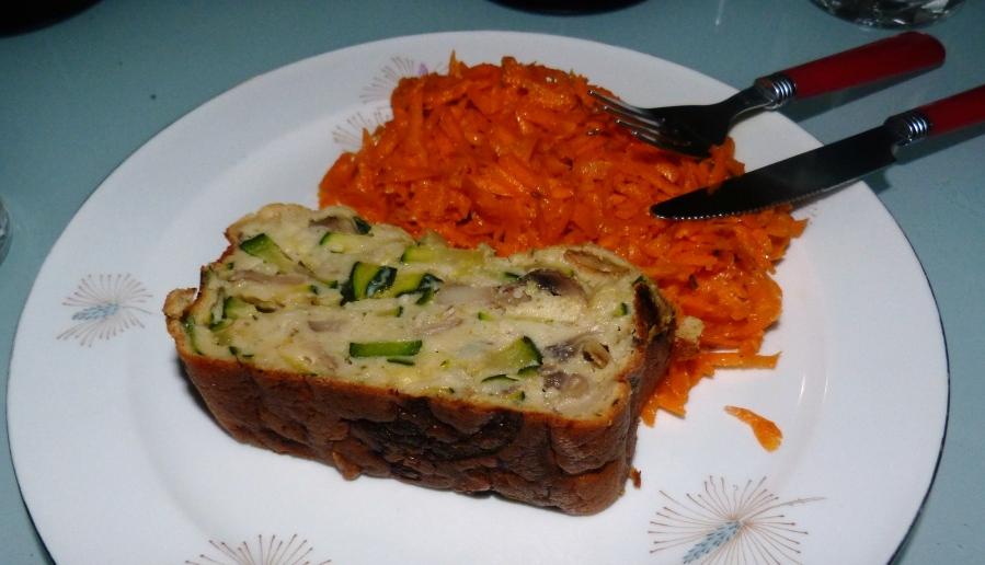 Cake à la courgette, aux champignons et aubleu