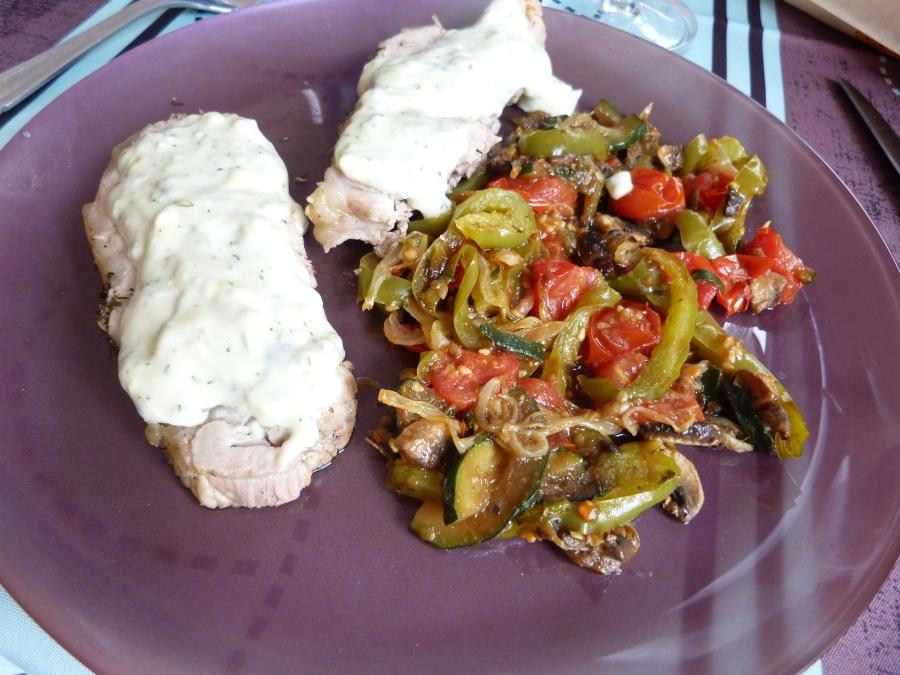 Rôti de porc, sauce à la Fourme d'Ambert et petits légumesrôtis