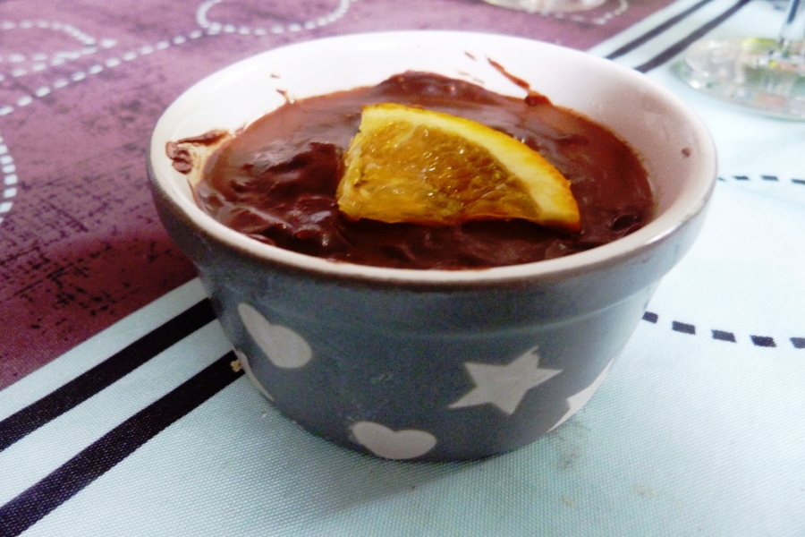 Panna cotta à l'orange et à la vanille en croûte dechocolat
