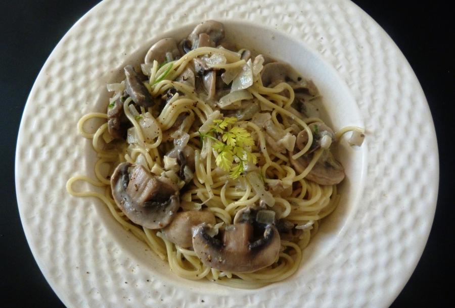 Capellinis aux champignons, thym et crème deroquefort