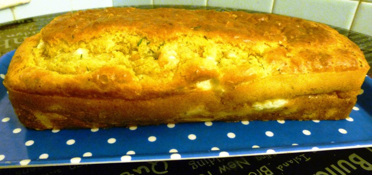 Cake fondant au saumon fumé, aneth et féta