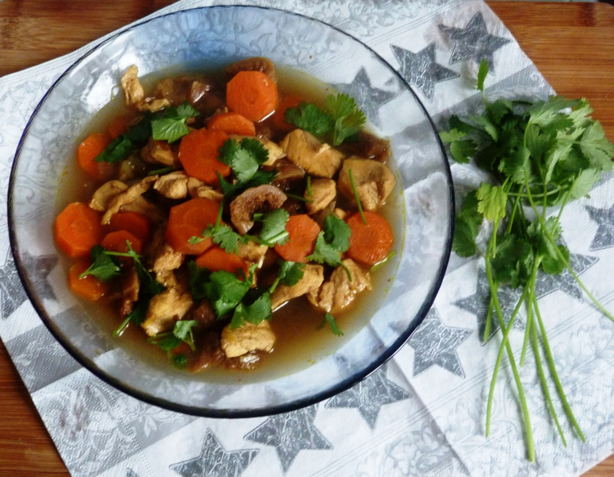 Tajine de poulet aux figues et aux carottes