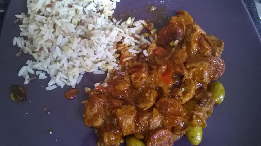 Sauté de veau au chorizo, aux olives et à latomate