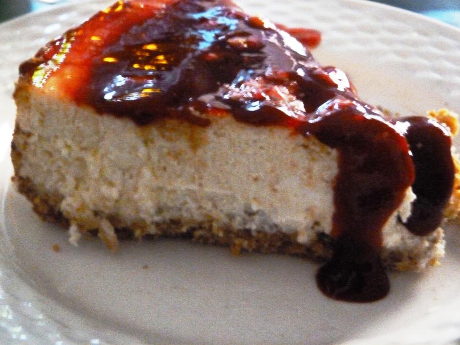 Cheesecake au citron, galettes bretonnes et coulis deframboise