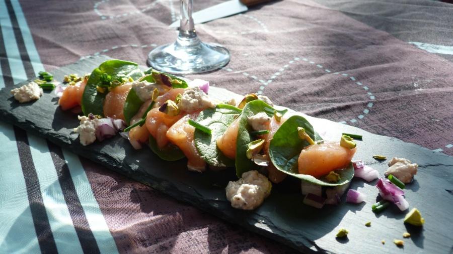 Bataille Food #39 : sashimis de saumon à l'huile vanillée, chèvre frais etpistaches