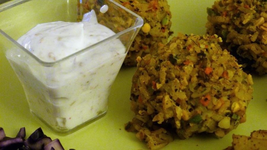Battle Food #49 : Boulettes de riz thaï et lentilles corail aux légumes, pommes de terre rôties, sauce au sésame et salade de chourouge