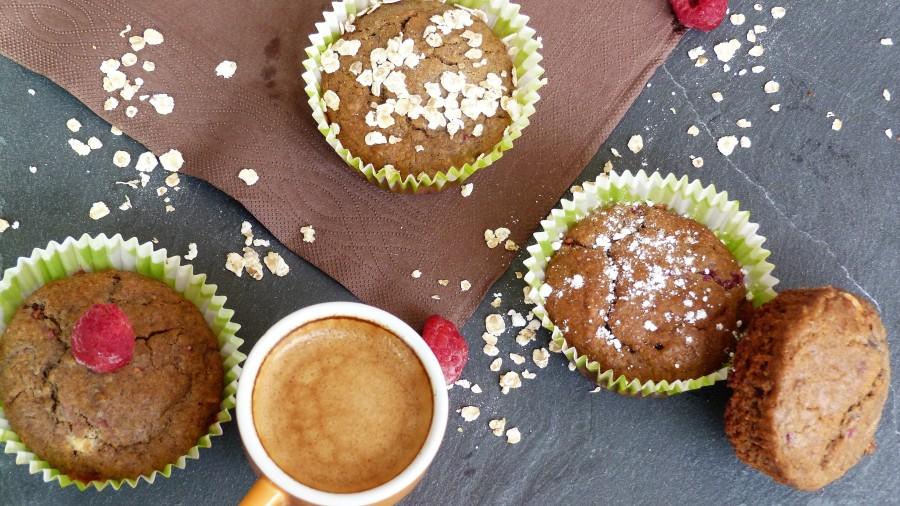 Muffins aux framboises, flocons d'avoine et chocolatblanc