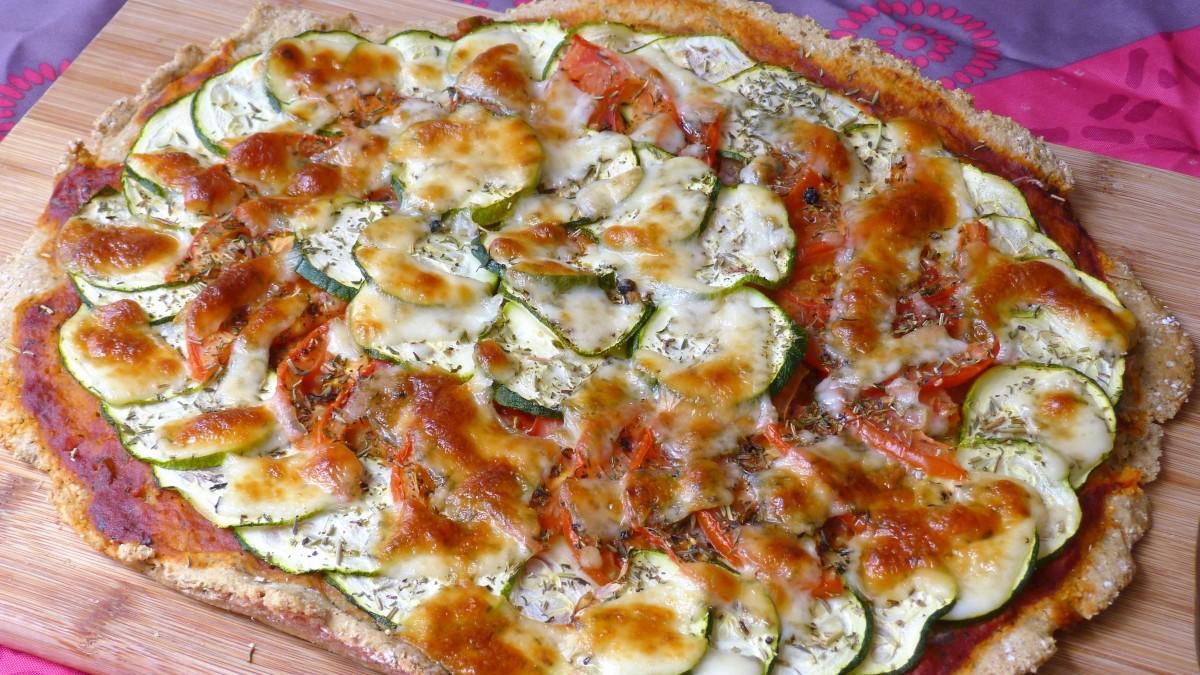 Pizza IG bas au blé kamut, courgettes, tomates et pecorino