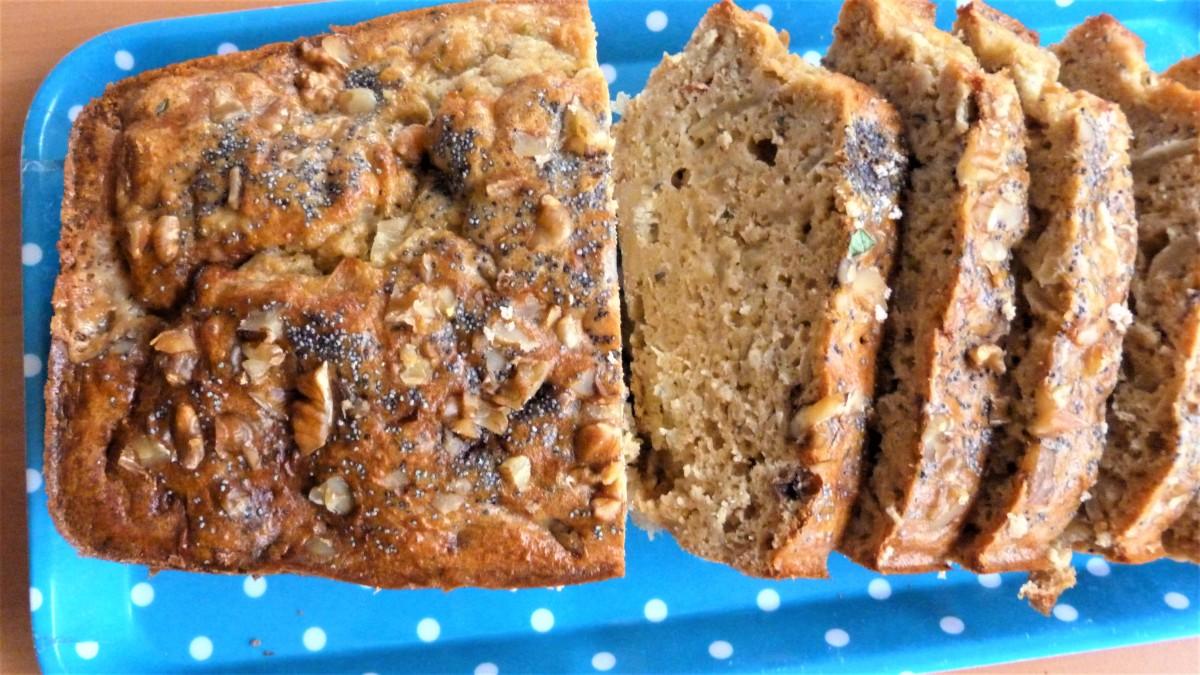 Cake au petit épeautre, roquefort et oignons confits