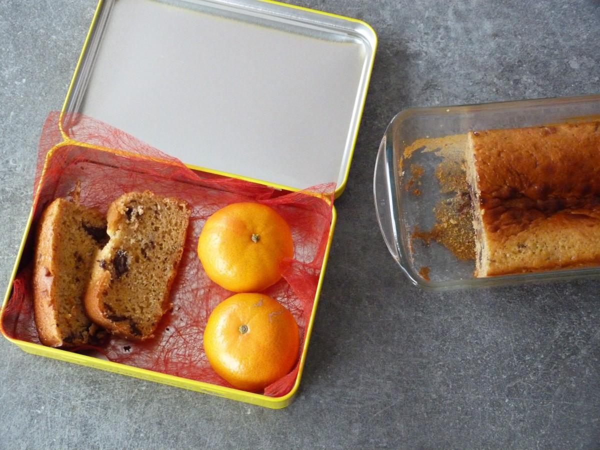Cake moelleux aux petits-suisses, fleur d'oranger et pépites de chocolat
